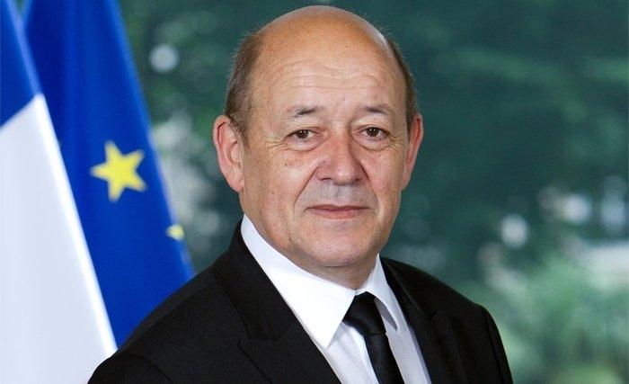Le ministre fran ais de la d fense jean yves le drian ce for Ministre francais