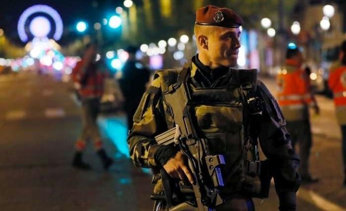 Direct. Attentat sur les Champs-Élysées : un mot défendant Daesh retrouvé