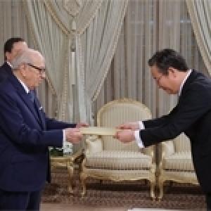 Les nouveaux ambassadeurs de Chine, Corée, Irlande, Thaïlande et Gambie présentent leurs lettres de créances au président Caïd Essebsi